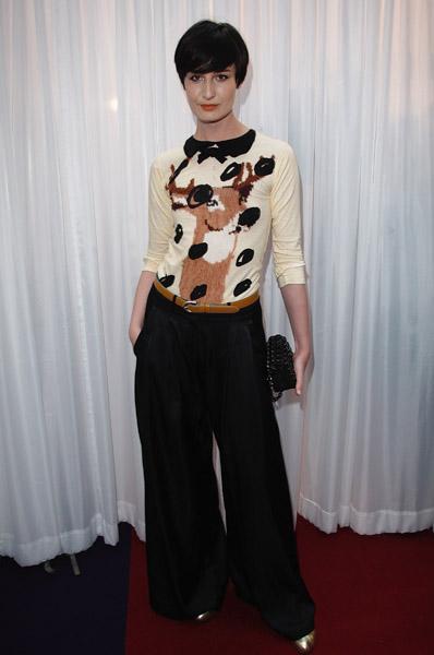 http://www.fashionologie.com/files/upl1/23/236279/23_2008/ModelErin_JonF_55050739_600_1.jpg